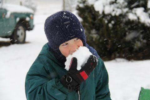 Магаданские коммунальщики просят у горожан помощи в уборке снега в Магадане « автомагадан
